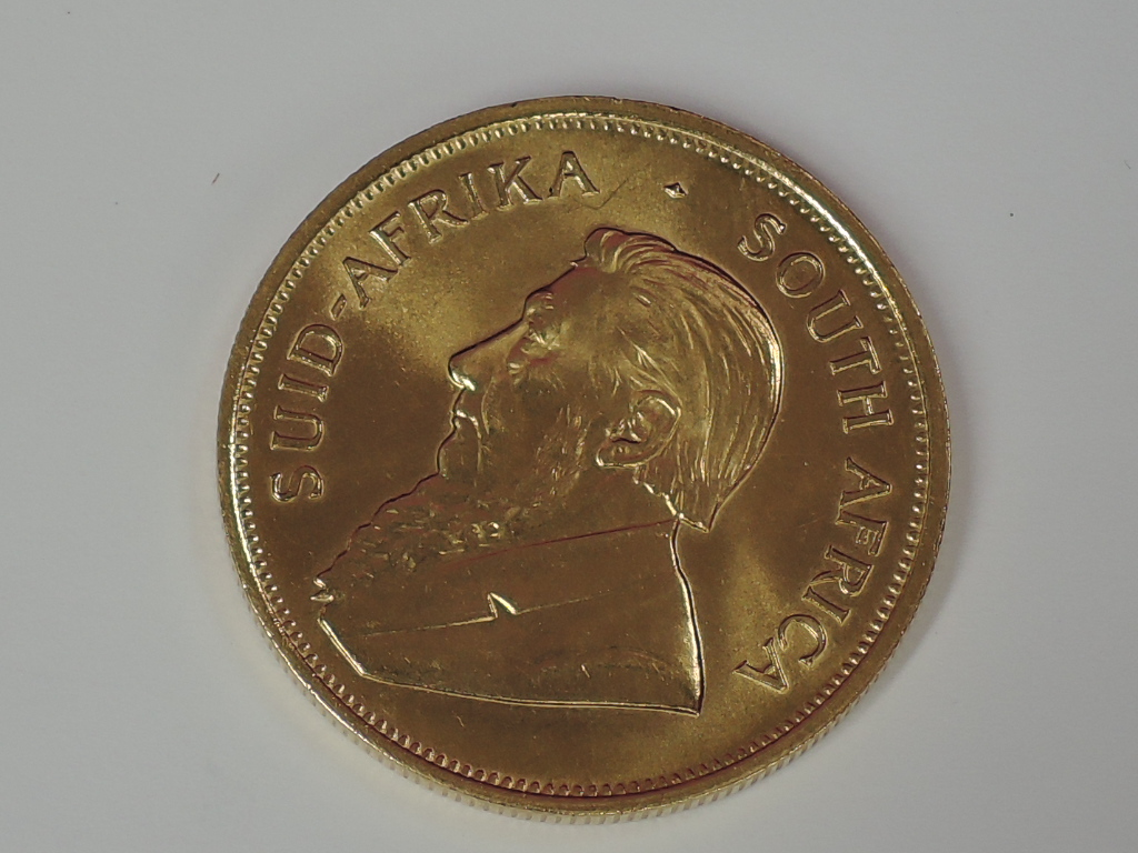 Lot 628 - A gold 1oz 1984 South African Krugerrand coin, in plastic case