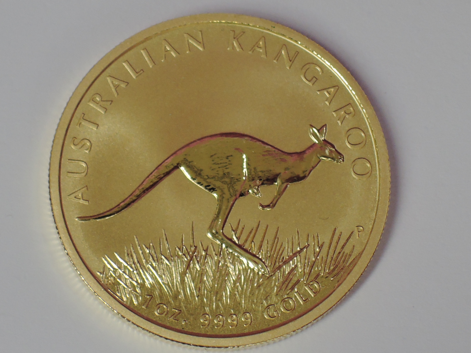 Lot 601 - A gold 1oz 2008 100 dollar Australian Kangaroo coin, in plastic case