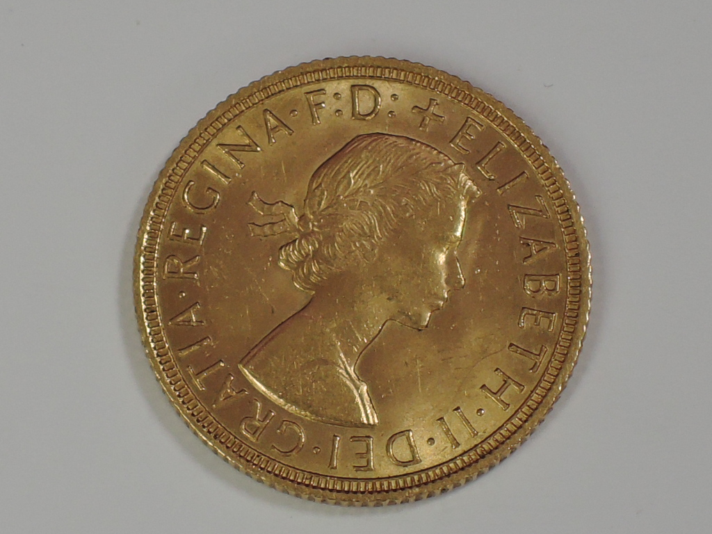 Lot 665 - A gold 1958 Great Britain Elizabeth II Sovereign, in plastic case
