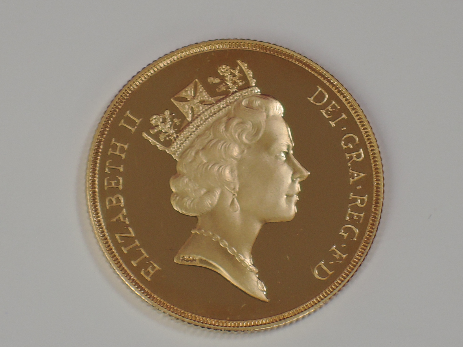 Lot 651 - A gold 16g Great Britain double Sovereign coin, in plastic case