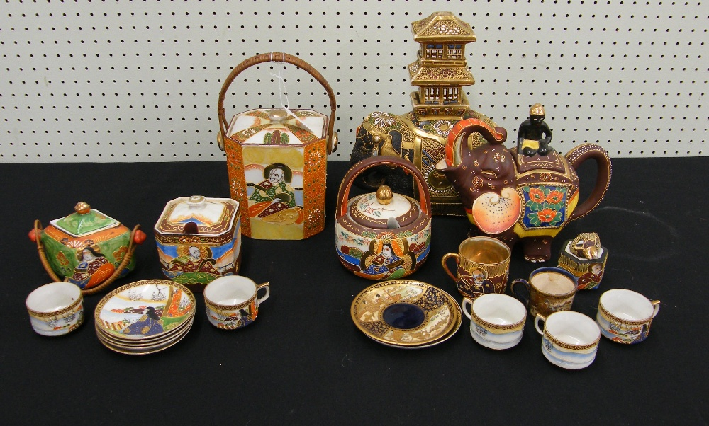 Lot 11 - Small selection of Japanese earthenware porcelain items