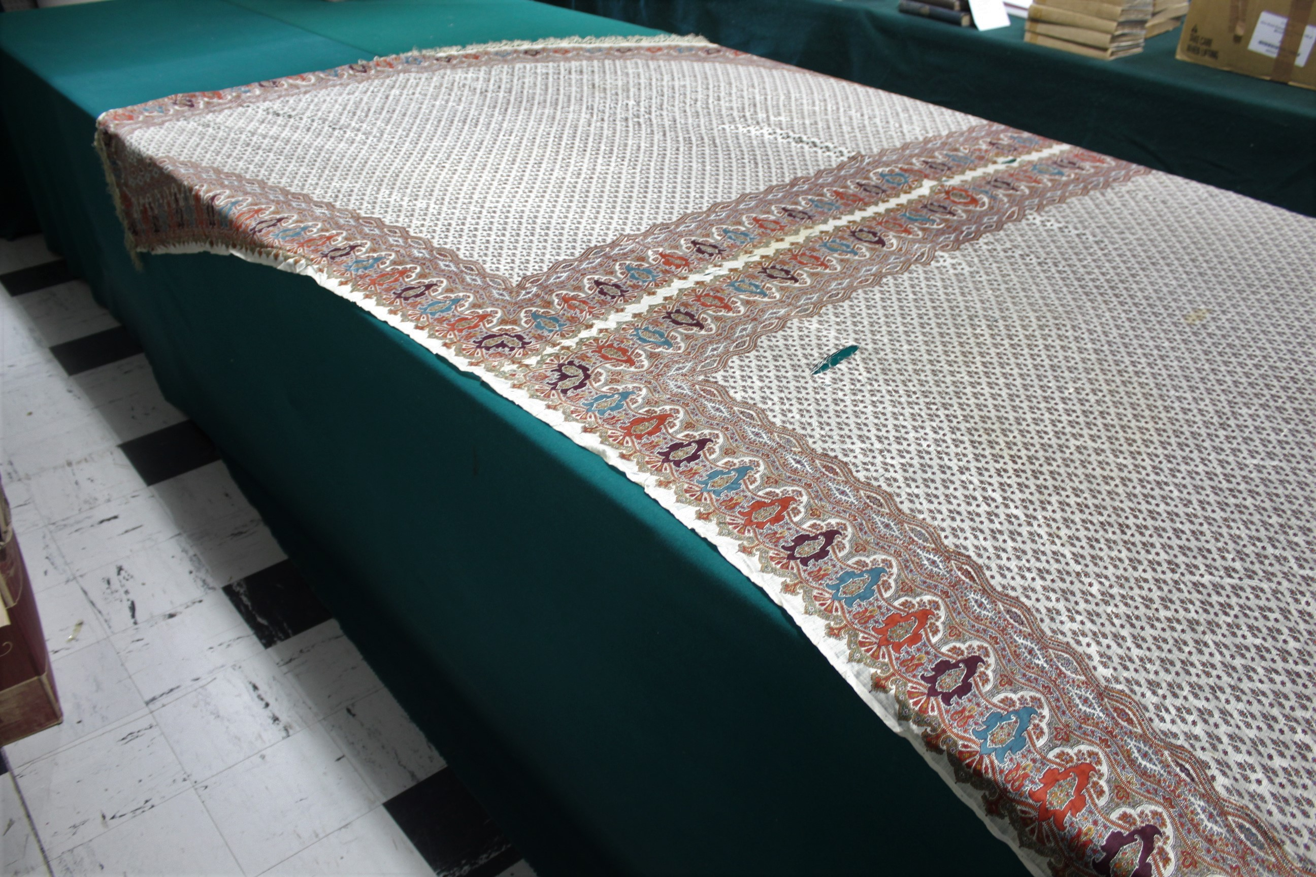 19THC PAISLEY SHAWL a mid 19thc paisley wool cashmere shawl (264cms by 126cms), and also with a fine - Image 9 of 9