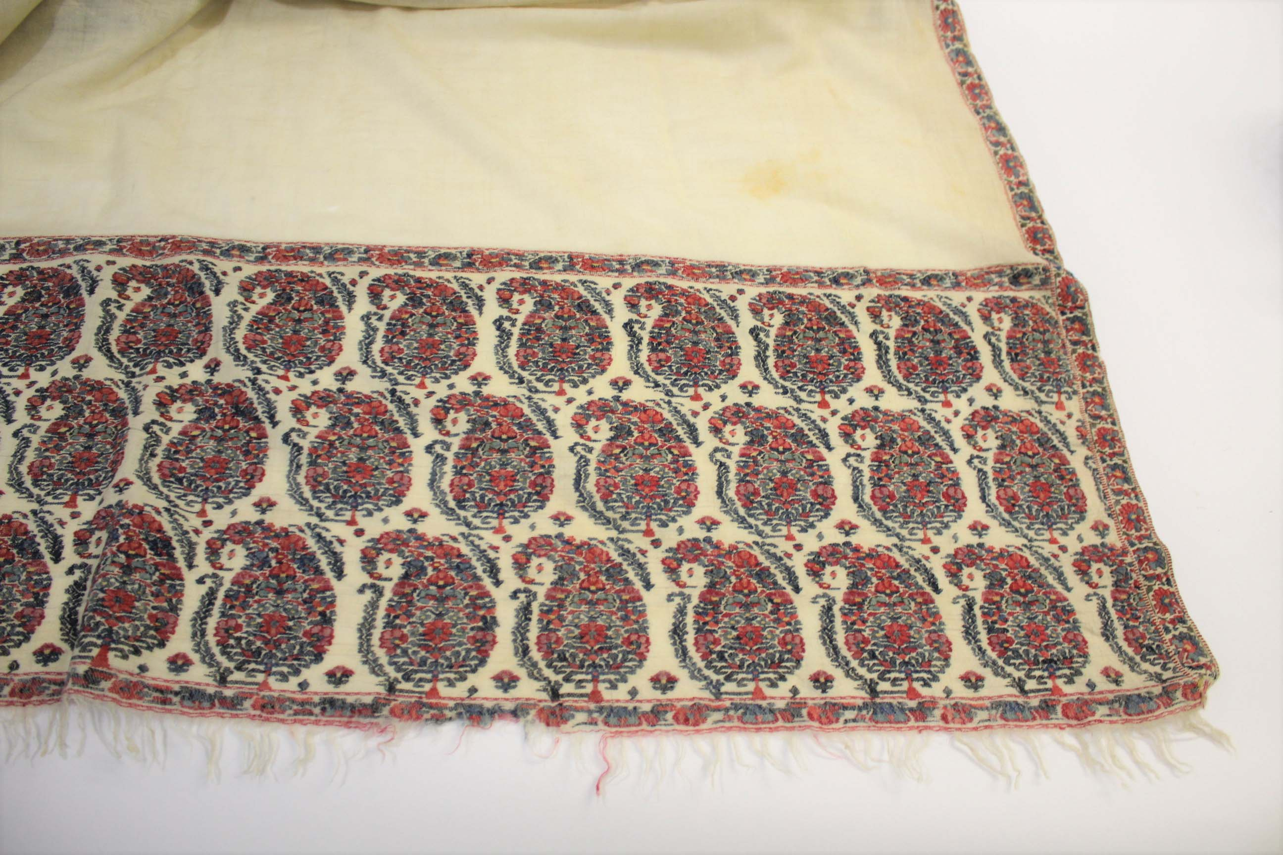 19THC PAISLEY SHAWL a mid 19thc paisley wool cashmere shawl (264cms by 126cms), and also with a fine - Image 2 of 9