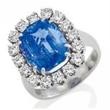 SAPPHIRE-DIAMOND-RING. Origin: Germany. Date: 1980s. Material: 750/- white gold, with mark. Total