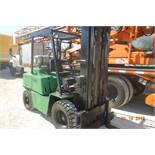 CLARK Y685-115-3576 2 STAGE 8,000LBS. PROPANE FORKLIFT
