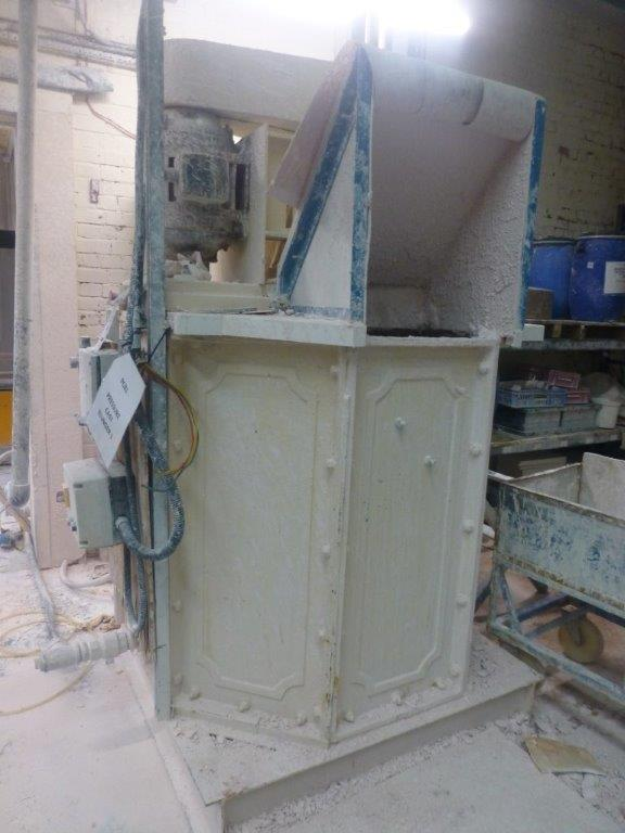 Lot 48 - Edwards & Jones surface mount blunger, chamber size 1200mm x 1200mm , Plant No PCB1 Pressure Cast