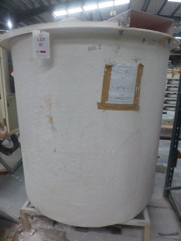 1.4m dia x1.5mhigh GRP mixing tank, (agitator motor missing)