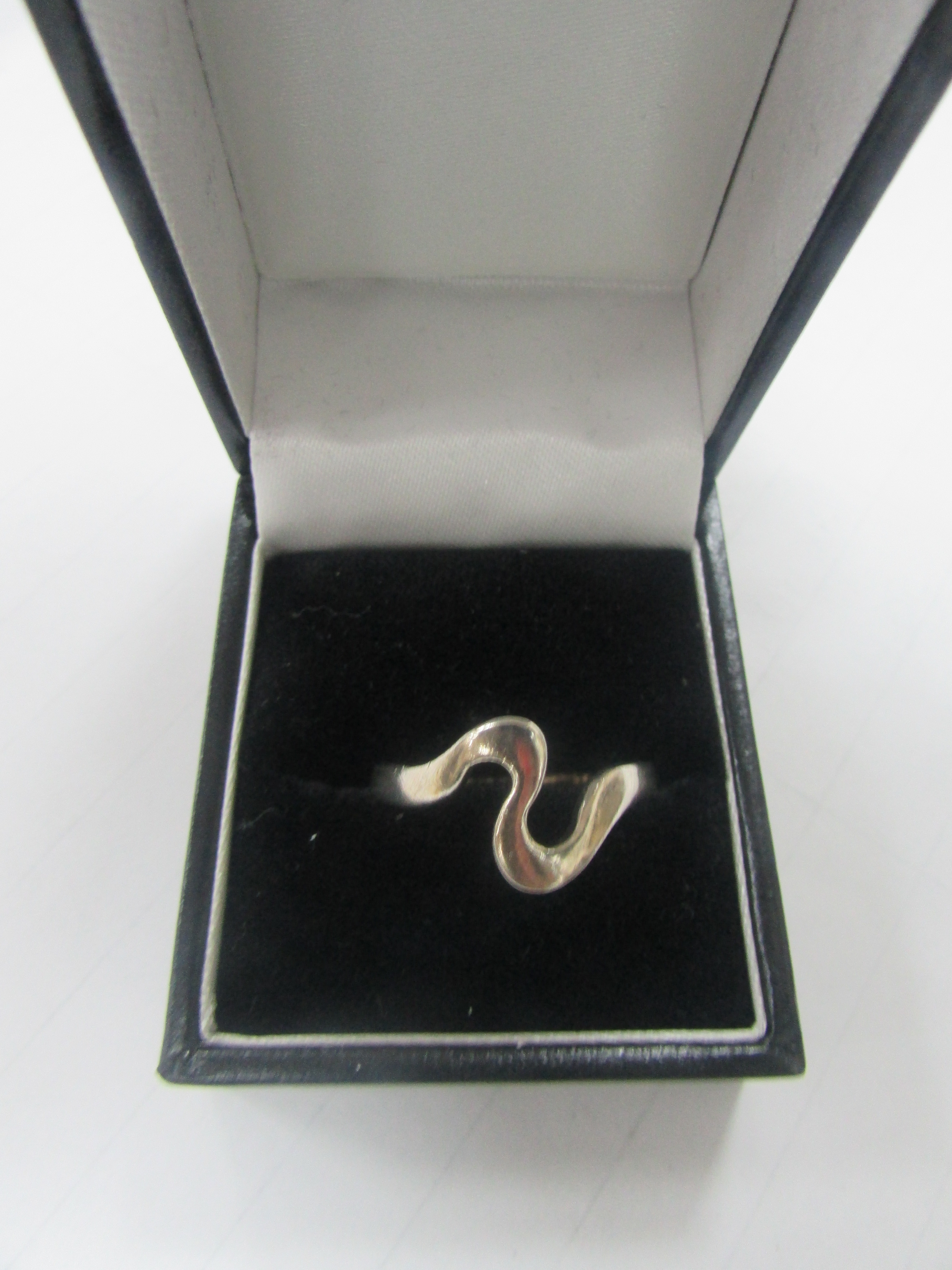 Lot 18 - 925 silver ring