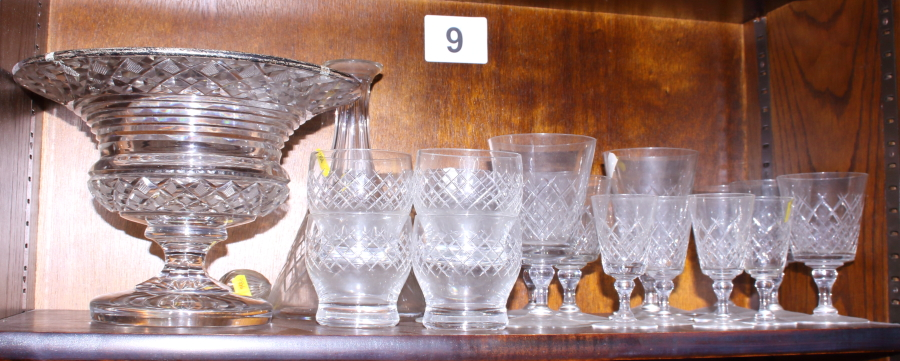 Lot 33 - A quantity of various glassware, including a pedestal bowl with plated rim
