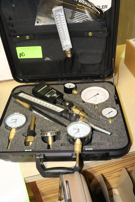 Lot 10 - Weksler Fluid Power Products salesman gauge set