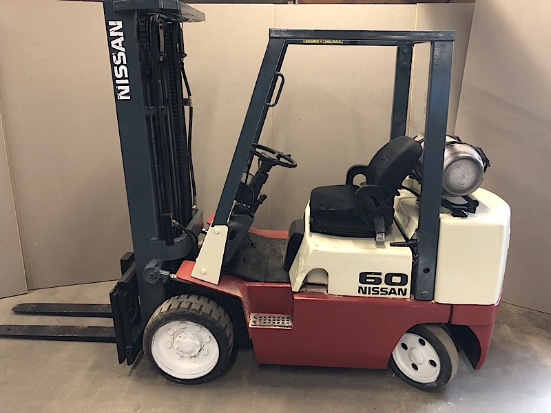 Lot 3 - NISSAN (CUGJ02F30PV) 6,000 LBS CAP FORKLIFT LPG 3 STAGE SIDE SHIFT (EXCLUDING TANK)