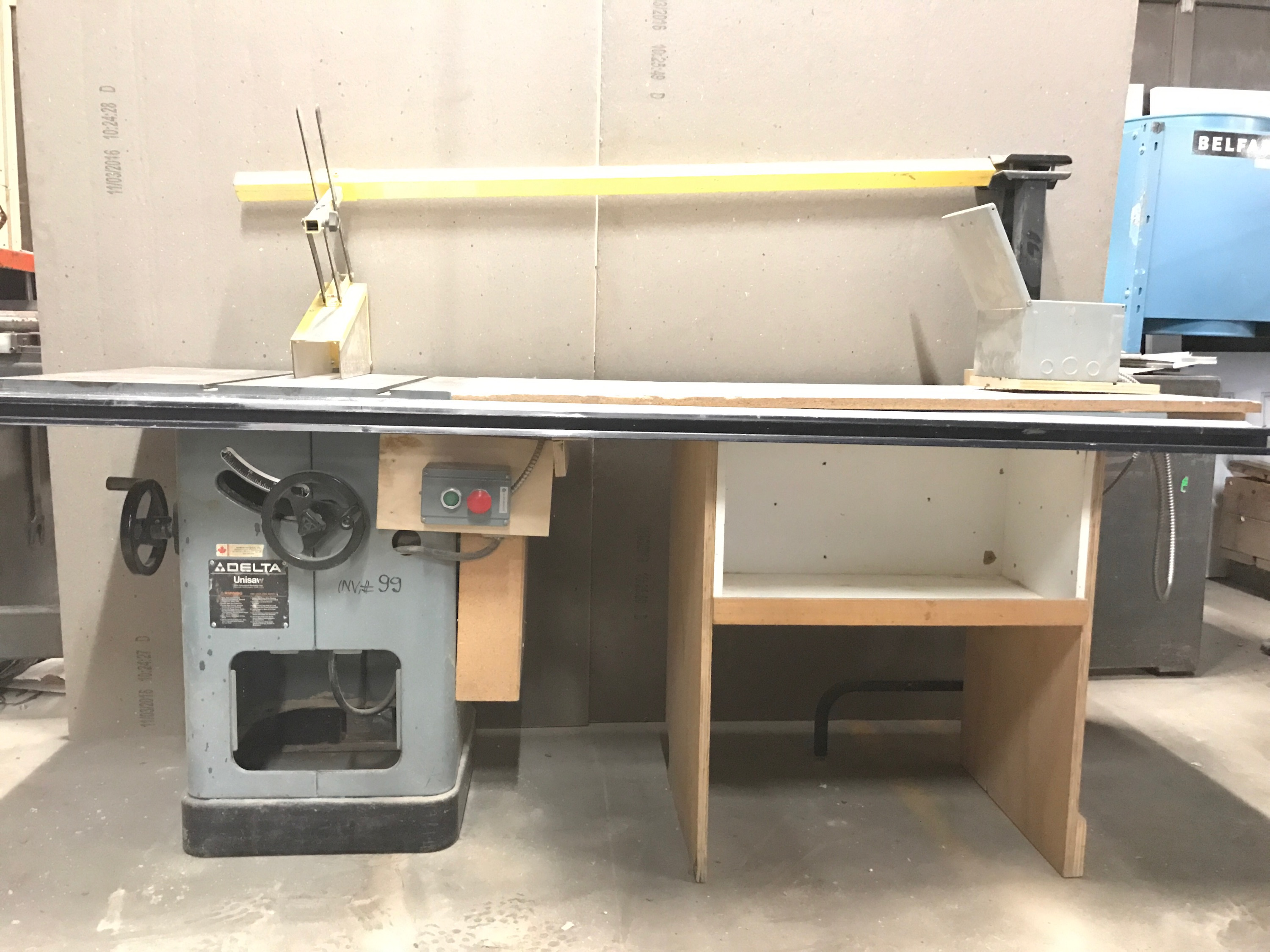Lot 11 - DELTA TABLE SAW