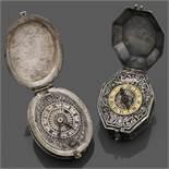 ANONYME MILIEU DU XVIIEME SIÈCLE Ensemble de deux montres-pendentifs en argent. BOÎTIERS : A) de