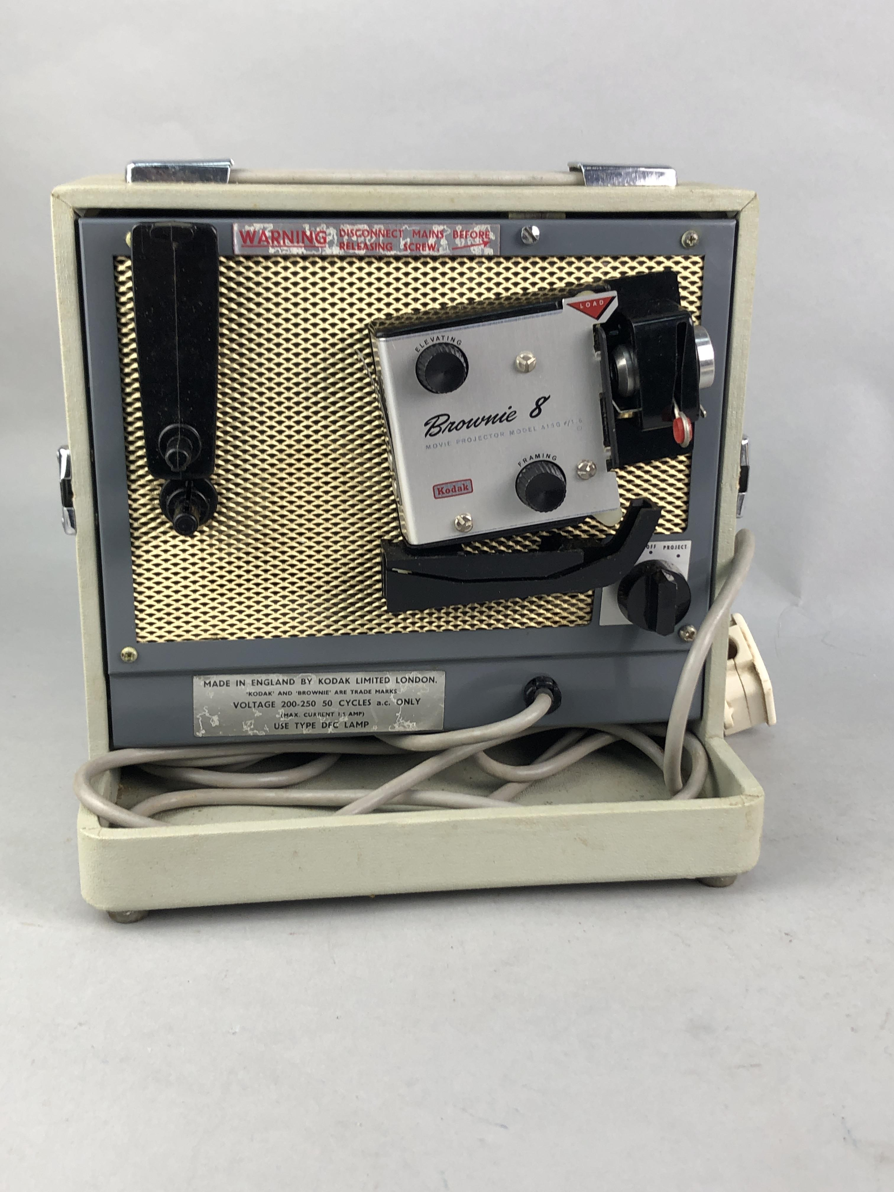 Lot 224 - A PHOTOGRAPHIC ENLARGER AND CAMERA EQUIPMENT