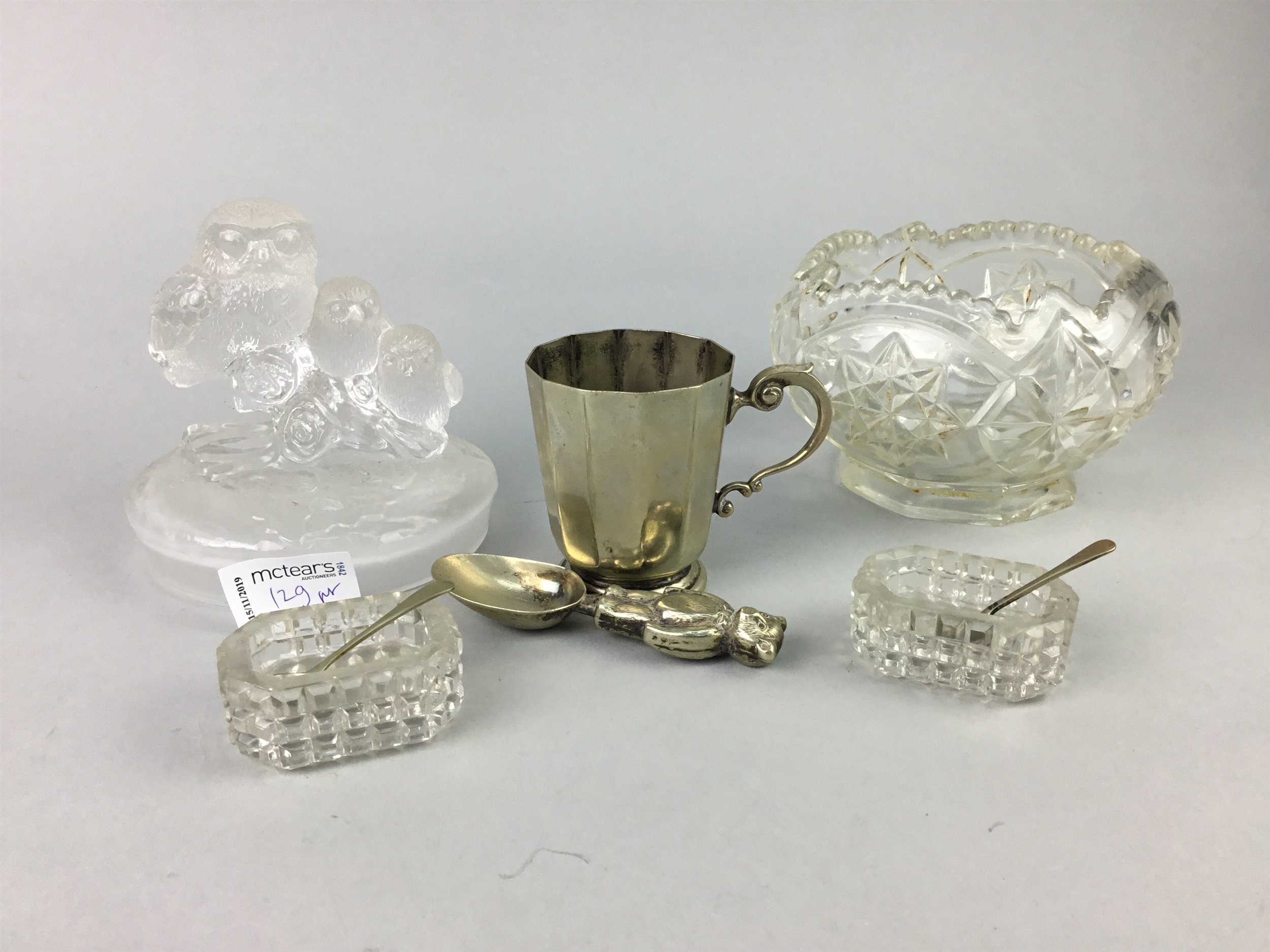 Lot 129 - A MALING DISH, A GROUP OF CERAMICS, GLASS AND COSTUME JEWELLERY