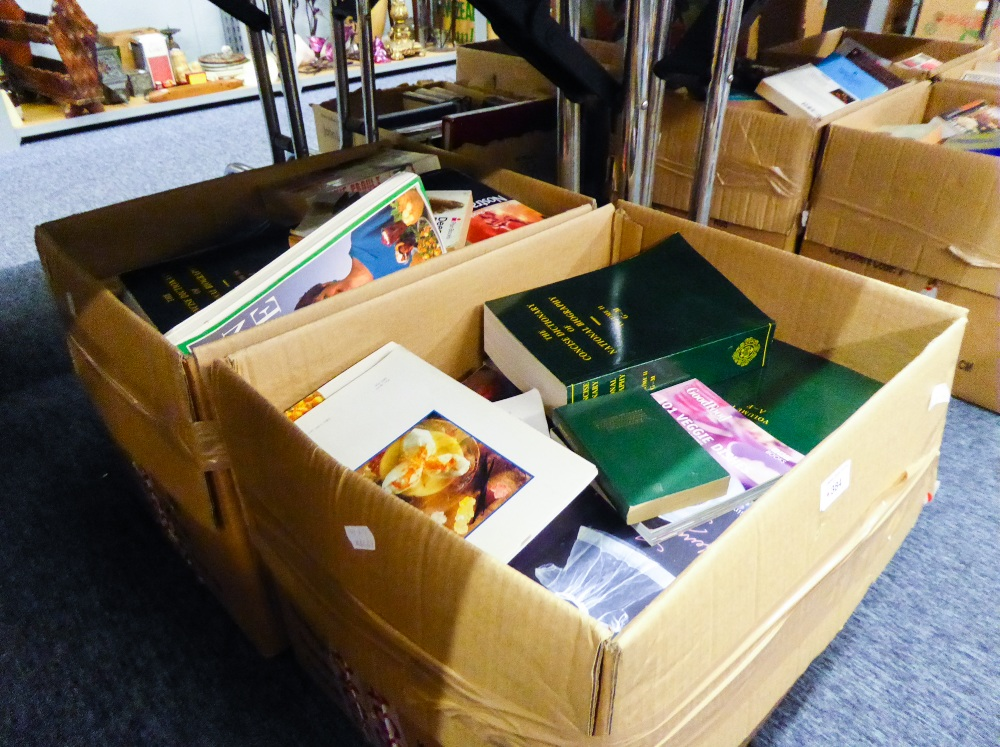 Lot 384 - A LARGE SELECTION OF MAINLY MODERN PAPERBACK FICTION AND NON FICTION. A diverse range of subjects