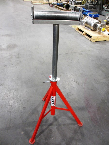 Lot 10 - L1: RIDGID TRI-STAND W/ROLL TOP