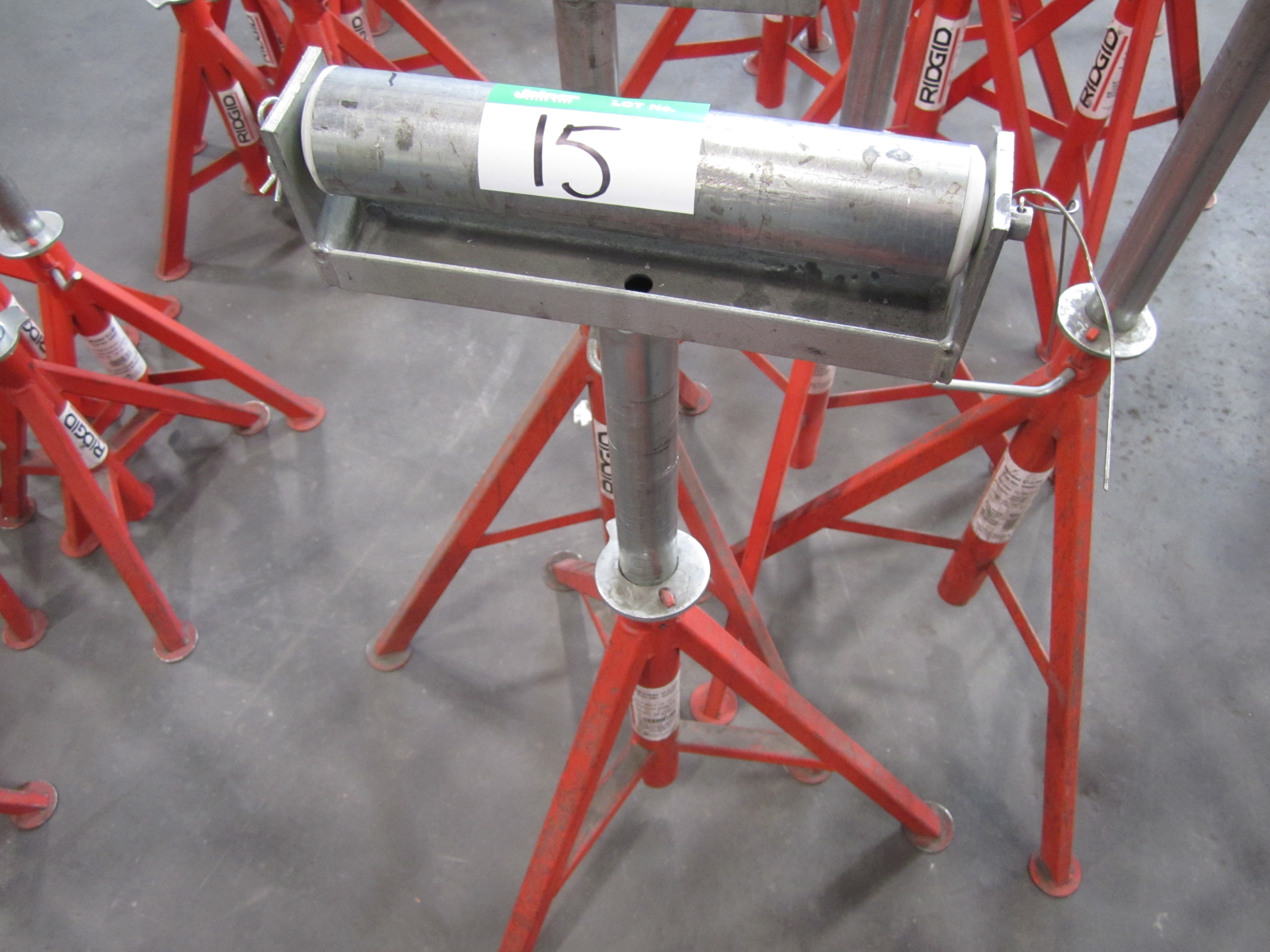 Lot 15 - L2: RIDGID TRI-STAND W/ROLL TOP