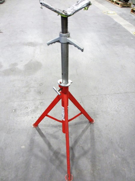Lot 19 - L2: RIDGID TRI-STAND W/ROLL TOP