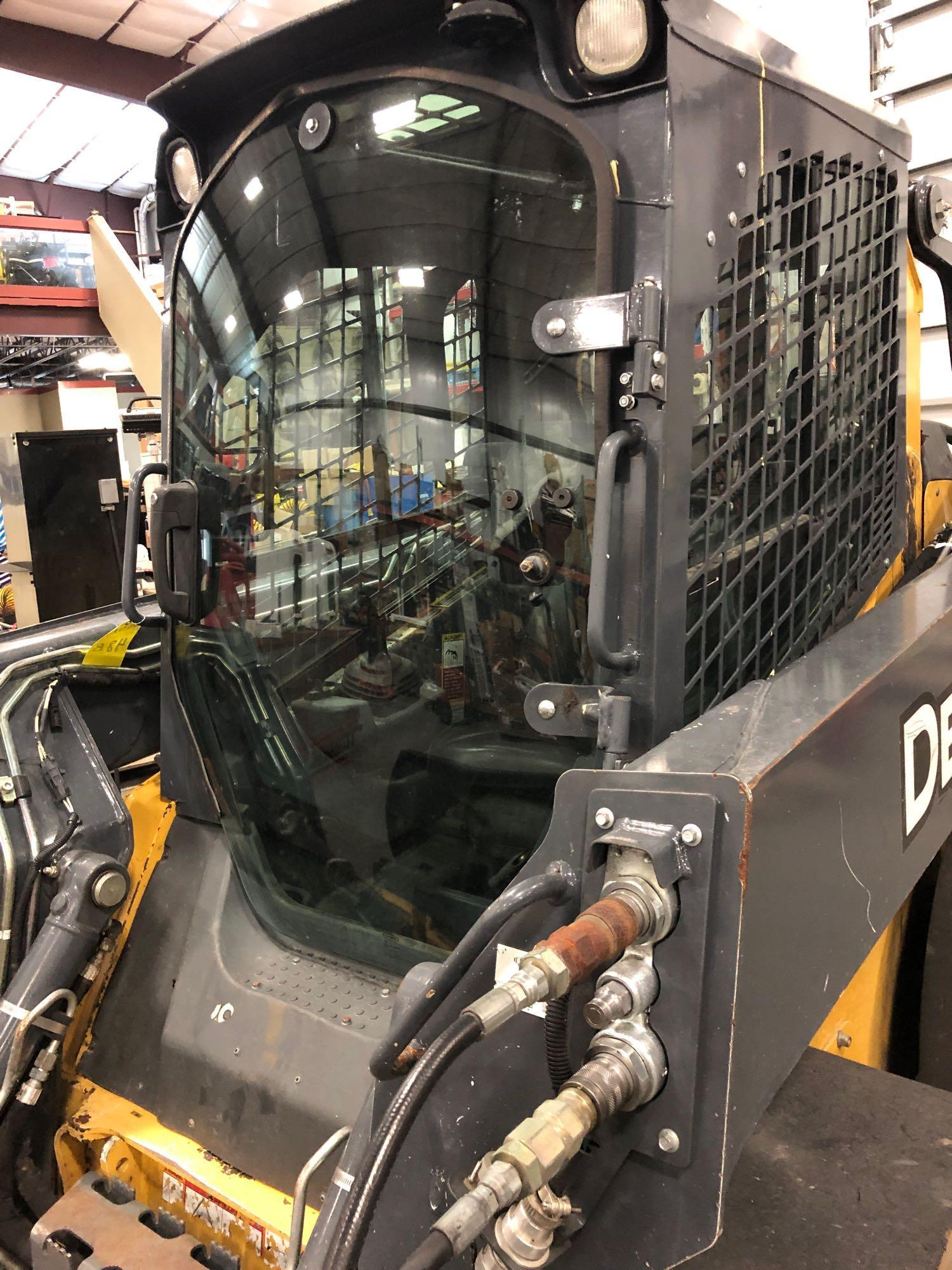 Lot 48B - 2015 JOHN DEERE 320E SKID STEER, ENCLOSED CAB, HEAT AND A/C 2 SPEED HYDRAULIC COUPLER, RUNS AND OPER