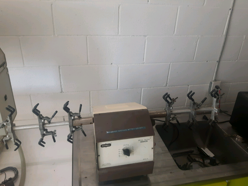 BURRELL LABRATORY WRIST ACTION SHAKER, MDL. 75, 110V, 2.4 AMPS - LOCATION - LONDON, ONTARIO