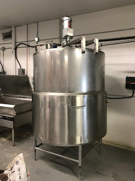 HIGHLAND 700 G JACKETED TANK WITH TOP MOUNTED LIGHTNIN MIXER.- LOCATION - AURORA, ONTARIO