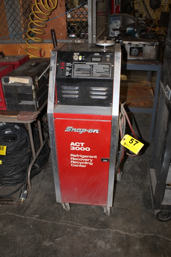 Lot 57 - SNAP-ON MODEL ACT3000 REFRIDGERANT RECOVERY RECYCLING CENTER