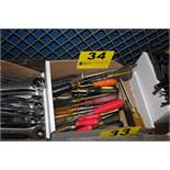 LARGE QTY OF SCREWDRIVERS IN BOX