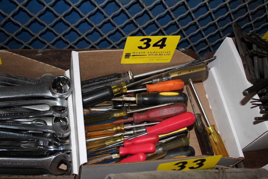 Lot 34 - LARGE QTY OF SCREWDRIVERS IN BOX