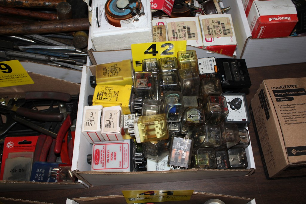 Lot 42 - LARGE QTY OF CONTACT BLOCKS, RELAYS IN BOX