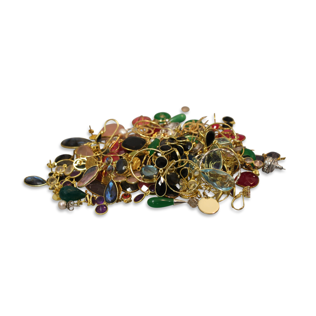 Lot 36 - LARGE COLLECTION OF ASSORTED EARRINGS AND PENDANTS