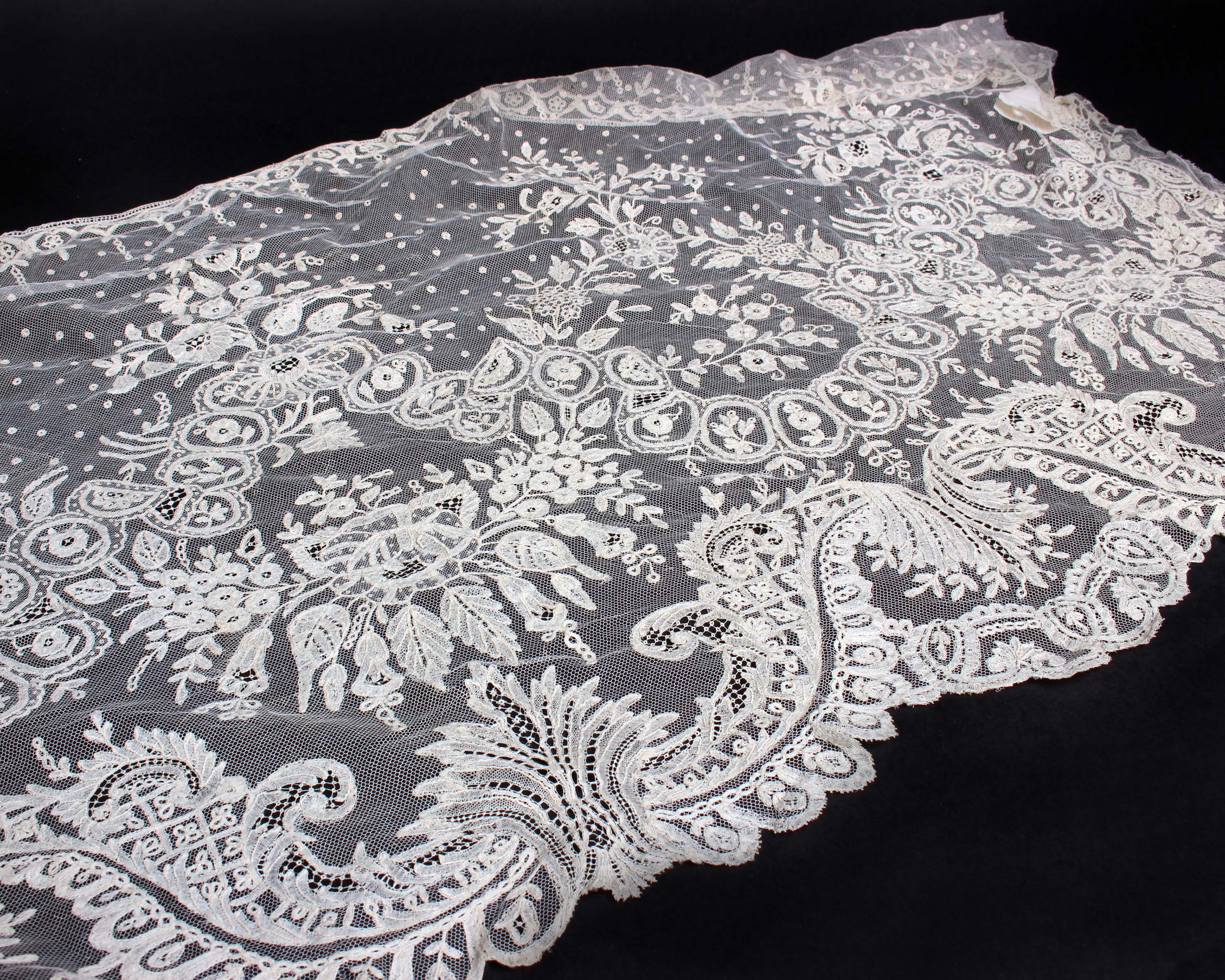 Lot 11 - Over 4 metres of 19th Century Brussels appliqué lace, width 44 cm