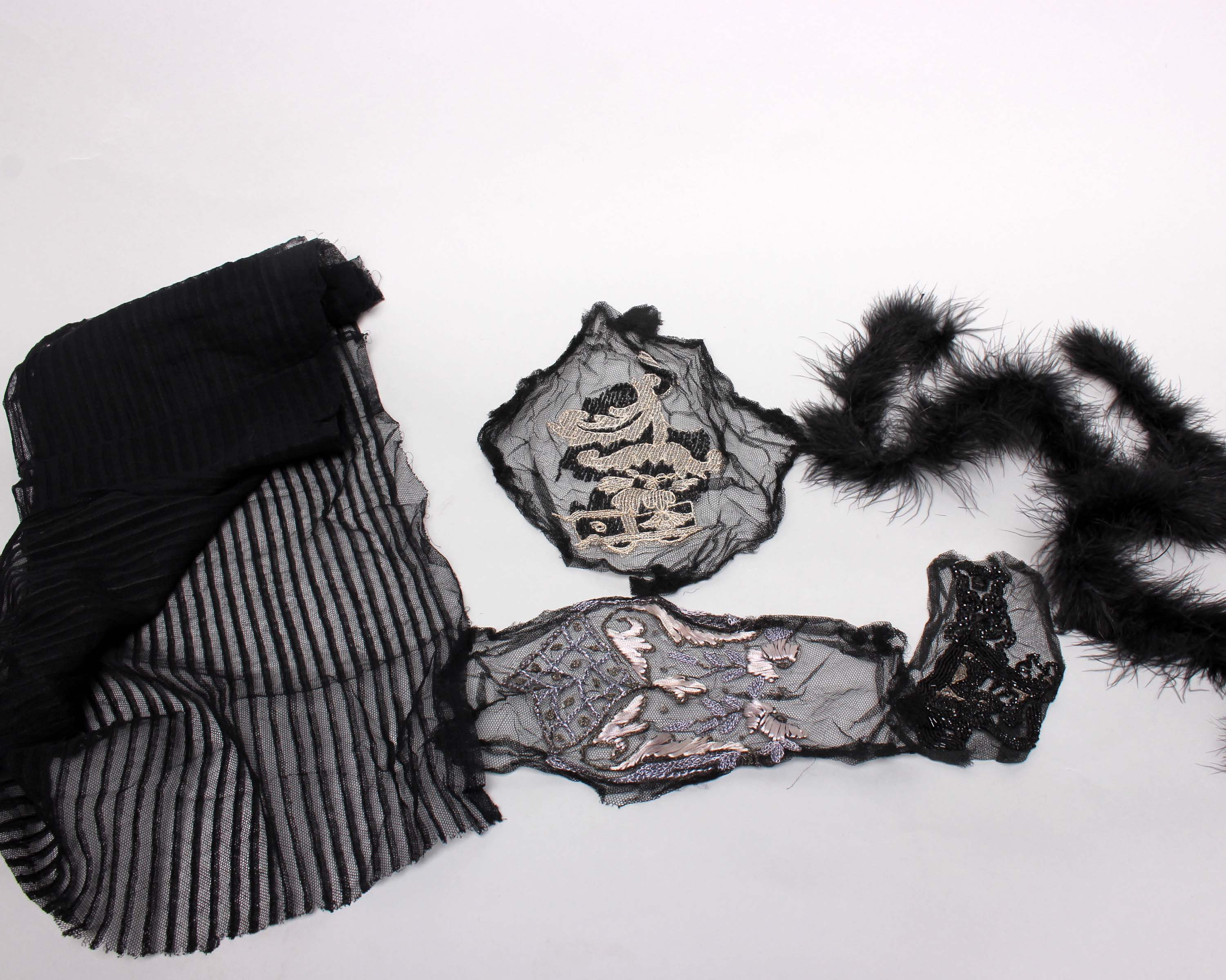 Lot 23 - A quantity of late 19th and early 20th Century bead and sequin trimmings, edgings and motifs (a