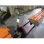 Hydraulic pallet lifter