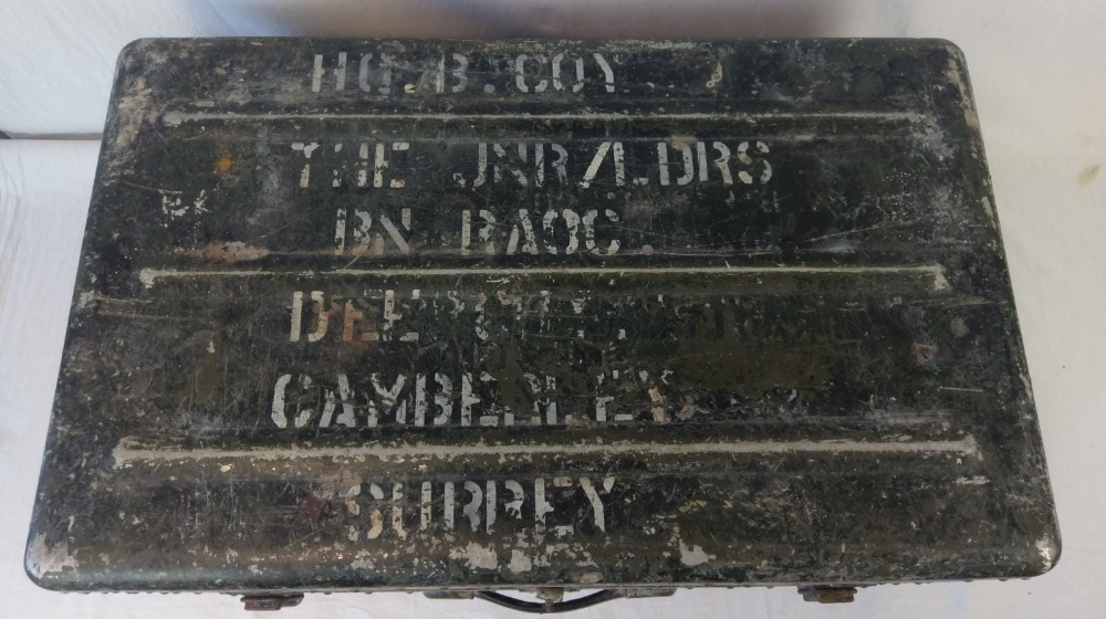A vintage military travel trunk, lid lif - Image 4 of 4