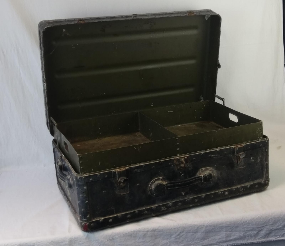 A vintage military travel trunk, lid lif - Image 2 of 4