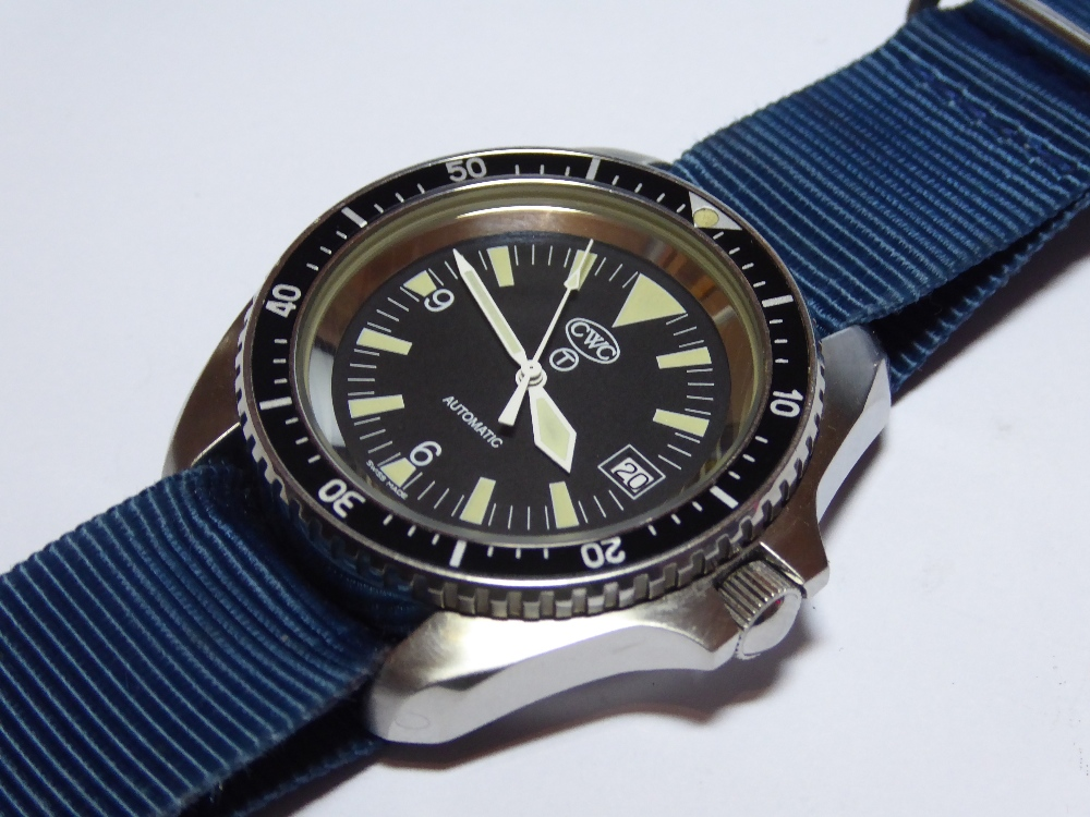 Lot 18 - A Navy Divers watch by CWC having Swiss