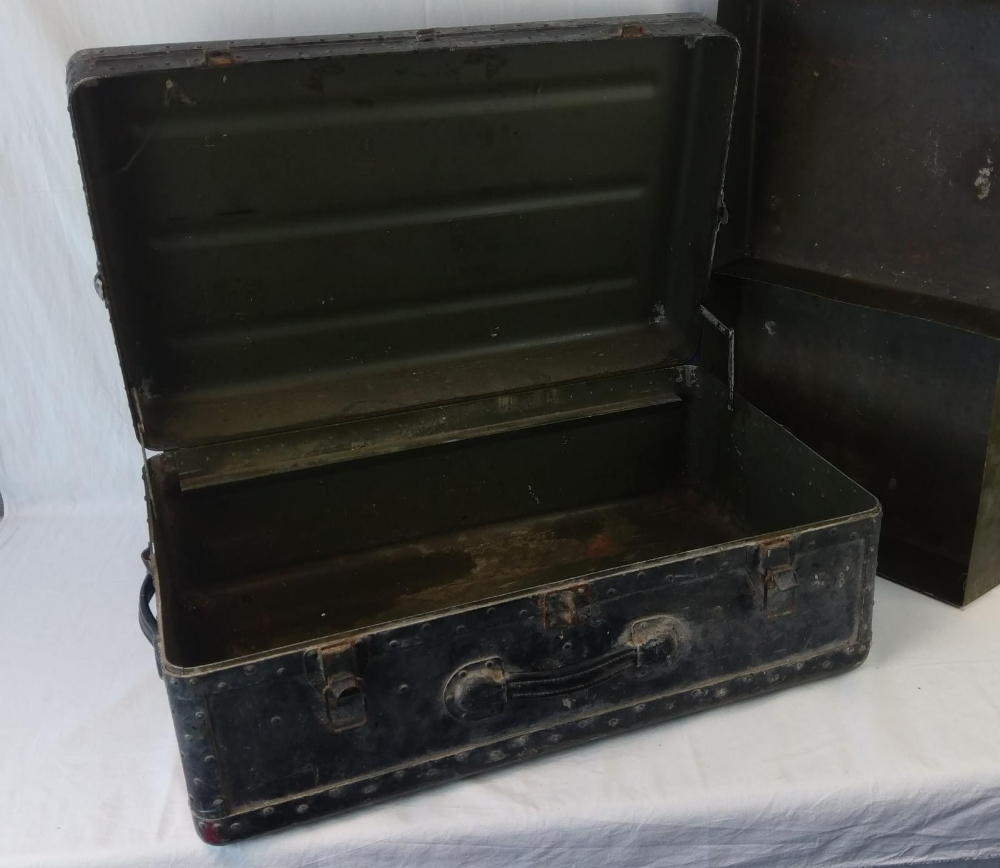 A vintage military travel trunk, lid lif - Image 3 of 4
