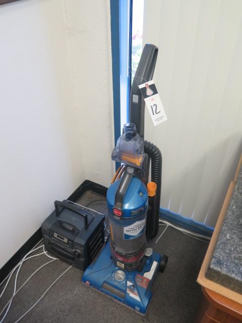 Lot 12 - Vacuum, Radio