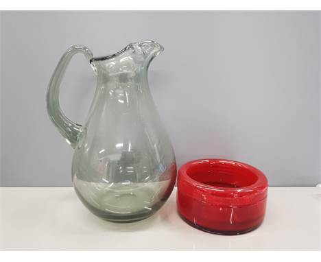 WHITEFRIARS SMOKED GLASS PITCHER JUG TOGETHER WITH A WHITEFRIARS STYLE ASHTRAY IN RED