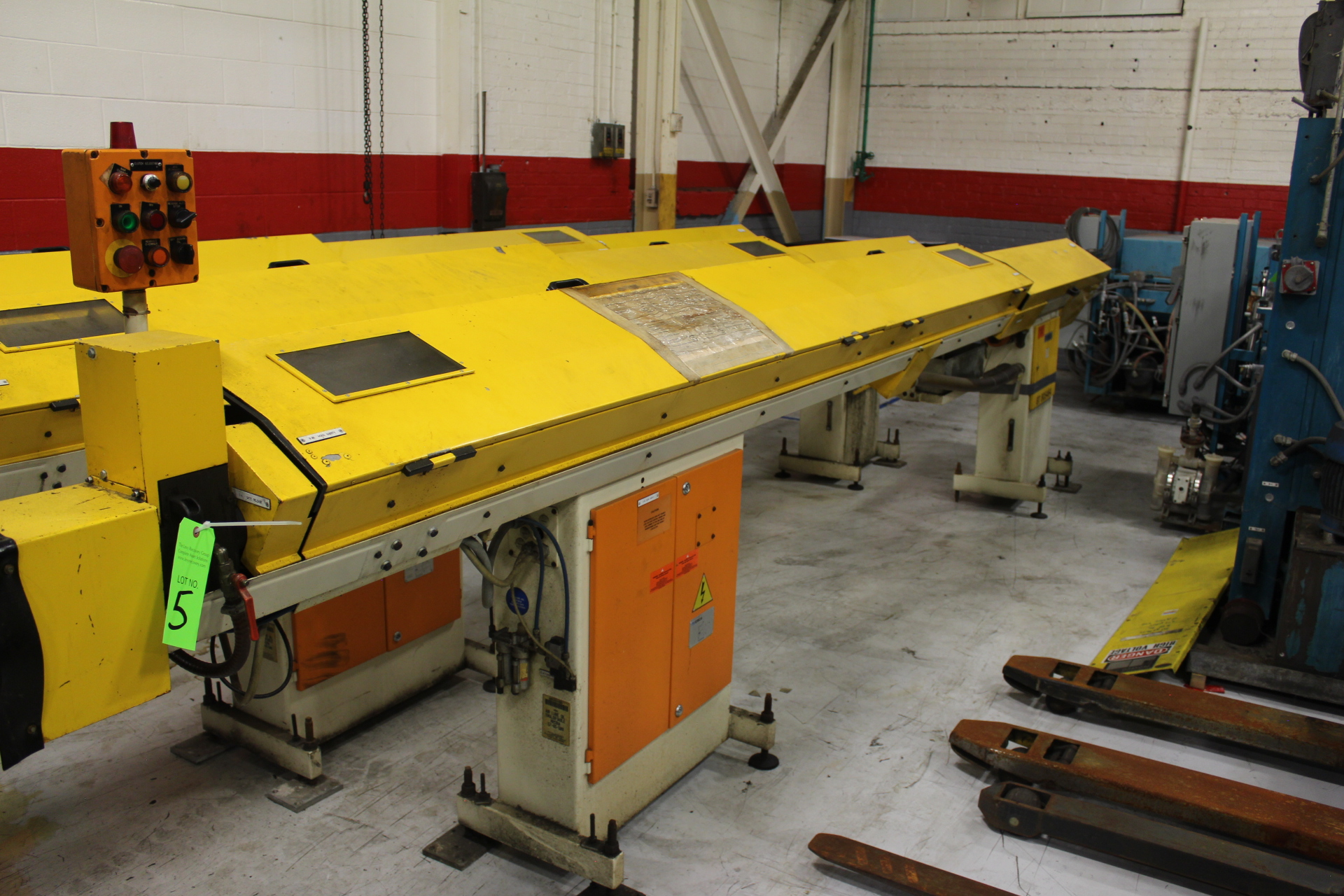 Lot 5 - Iemca Model CS225/37CTH Bar Feeder