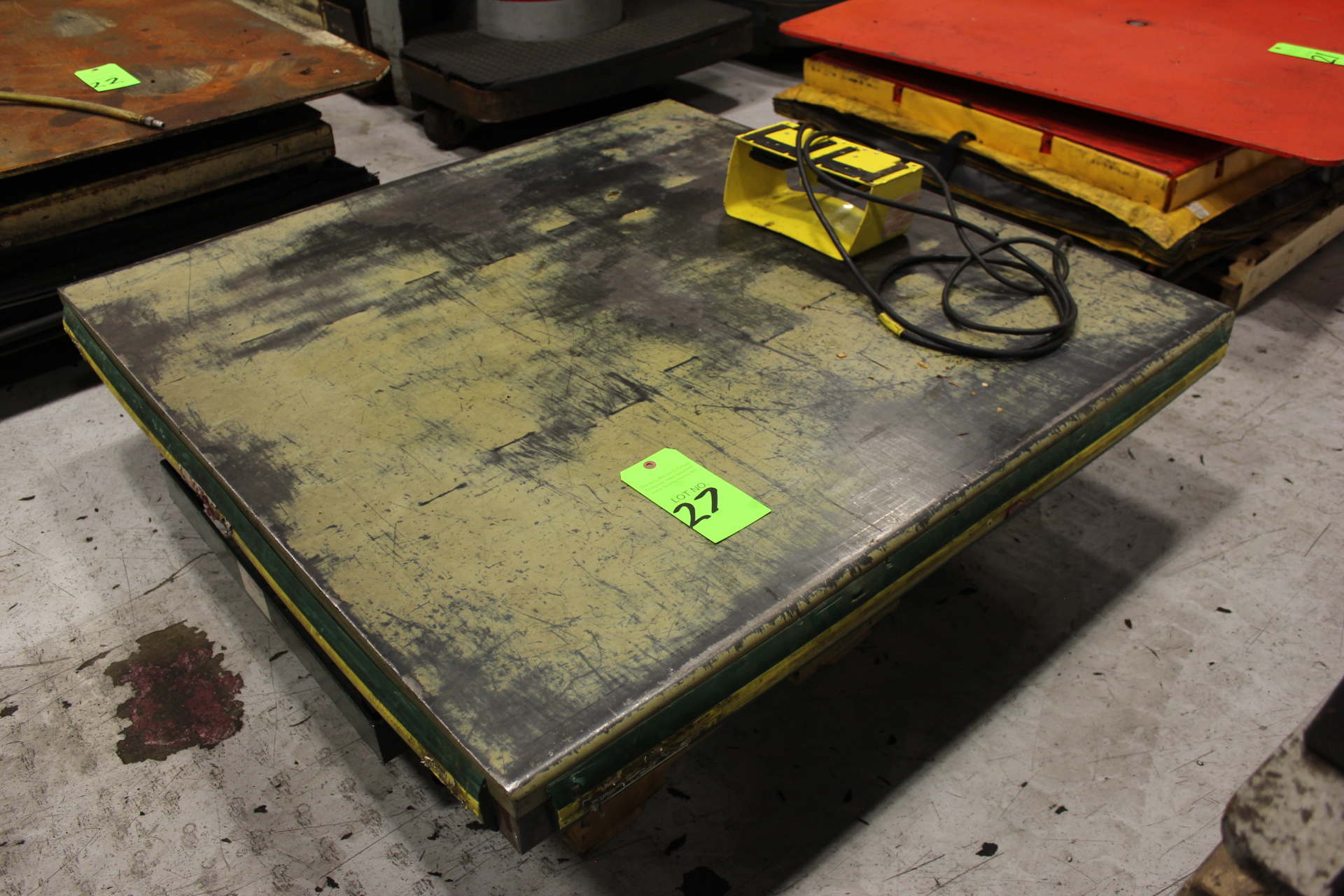 Lot 27 - Electric / Hydraulic Lift Table