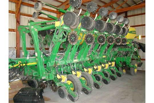 2004 John Deere 1790 16 32 Split Row Planter Precision Corn Units