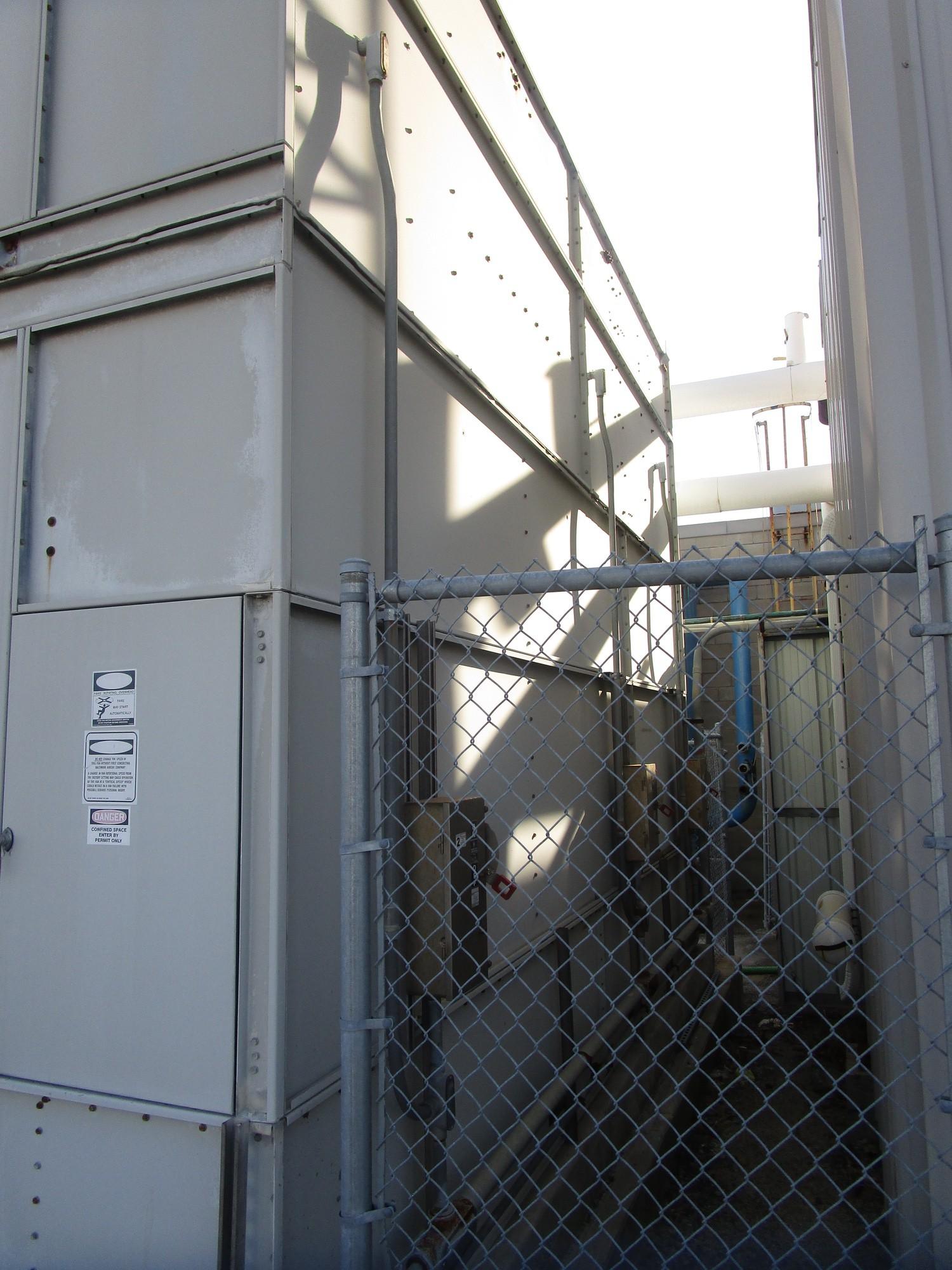 Baltimore FXV-662 Water Tower s/n U040080301, Belt # 3R-B100, (2) US Motors 7.5 HP | Contact Rigger - Image 4 of 5