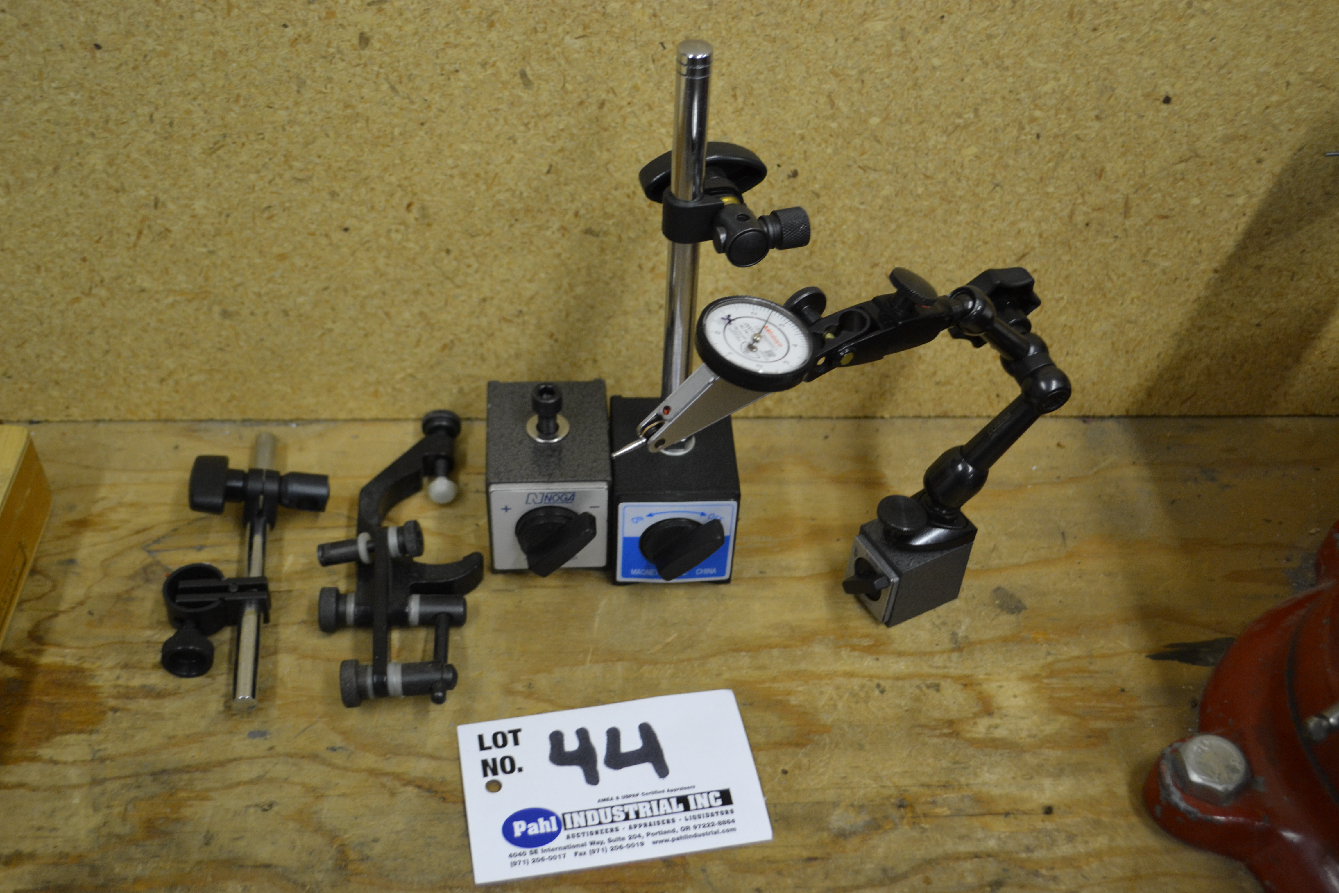Mitutoyo Anti-Magnetic Dial Indicator on Mag Base c/w 2 Mag Bases with Arms