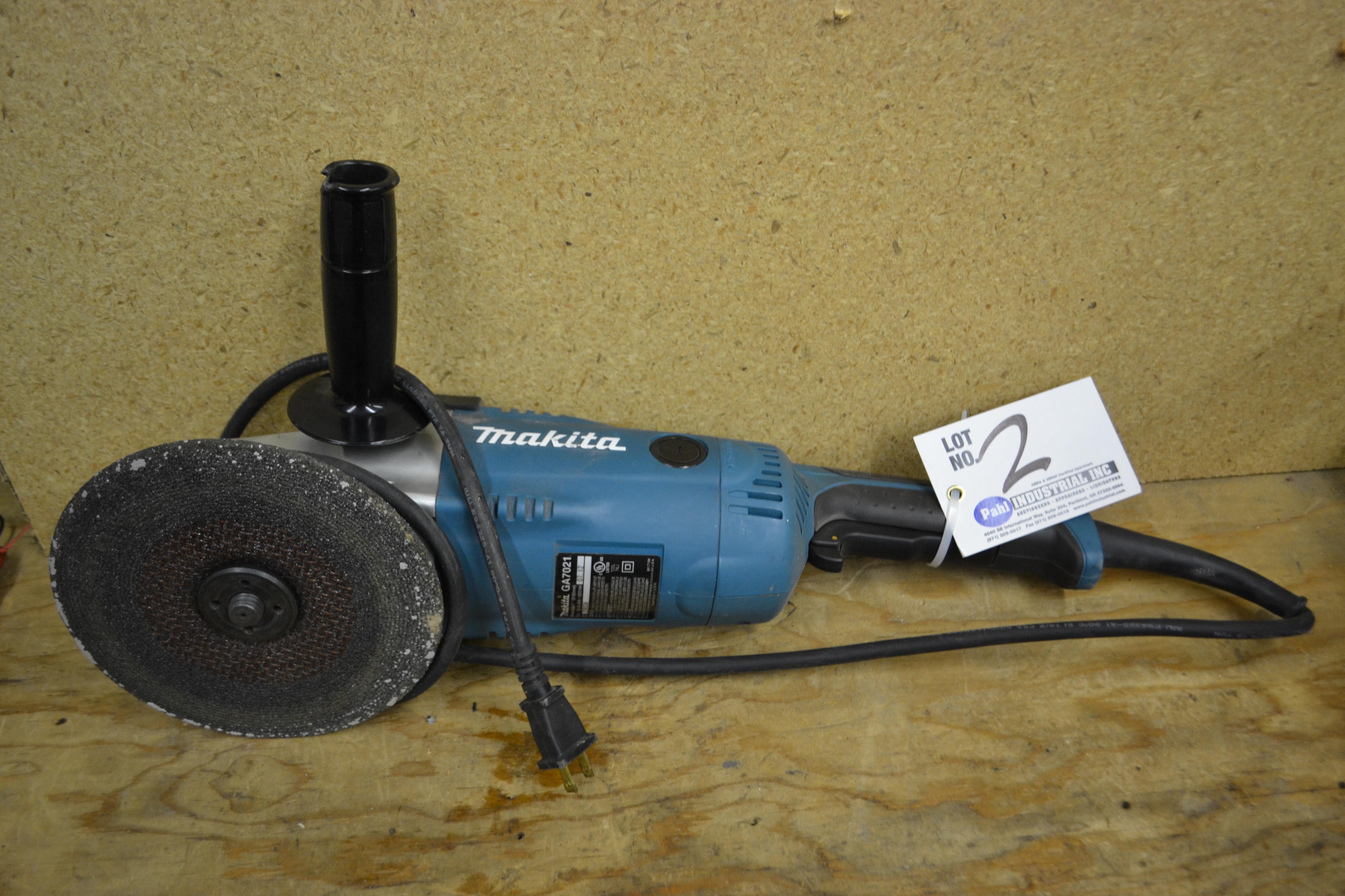 """Makita GA7021 7"""" Right Angle Grinder"""