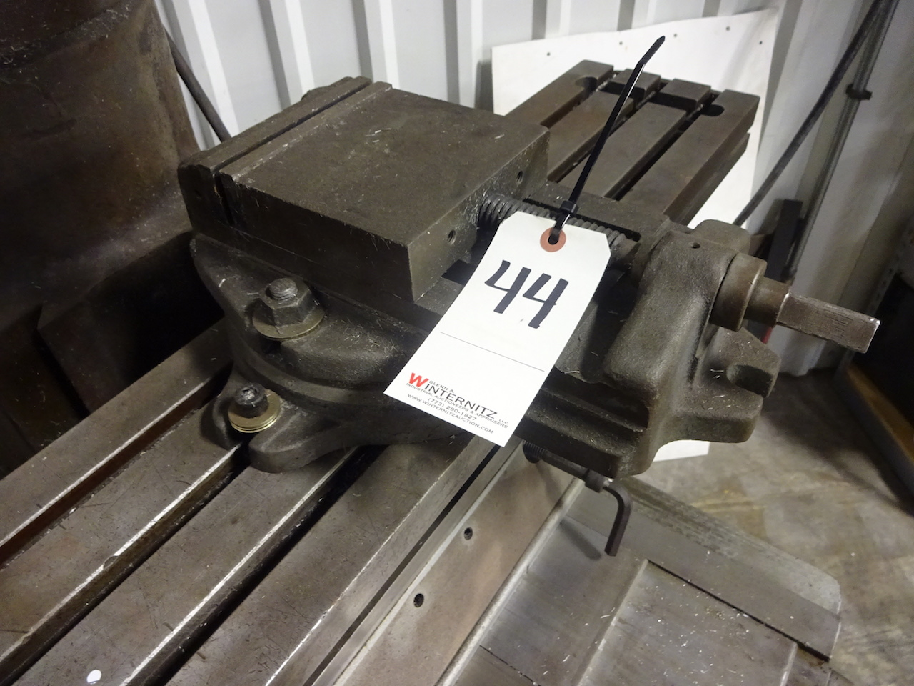 Lot 44 - 6 in. Machine Vise with Swivel Base