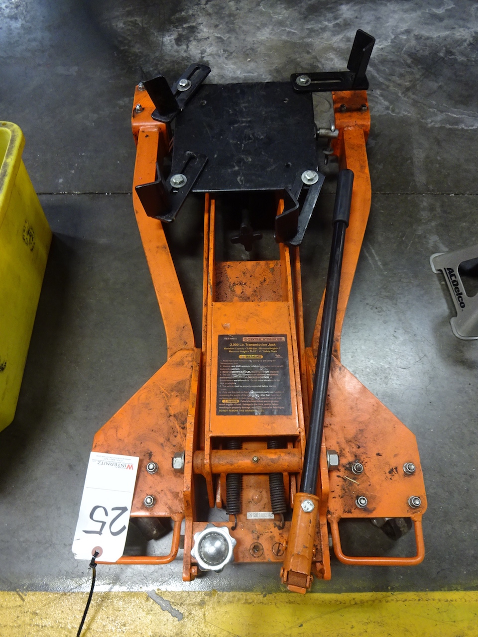 Lot 25 - Central Hydraulics 2000 lb. Capacity Transmission Jack