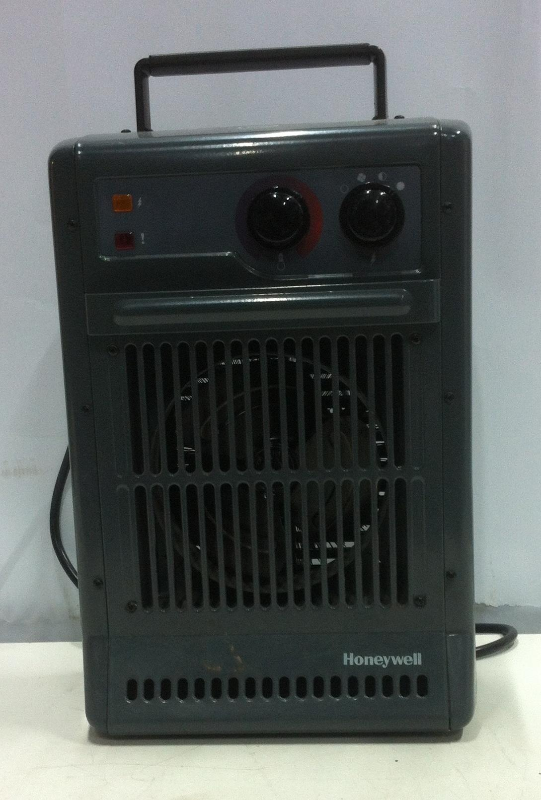 Lot 28 - Honeywell CZ-210 2.5KW Power Heater