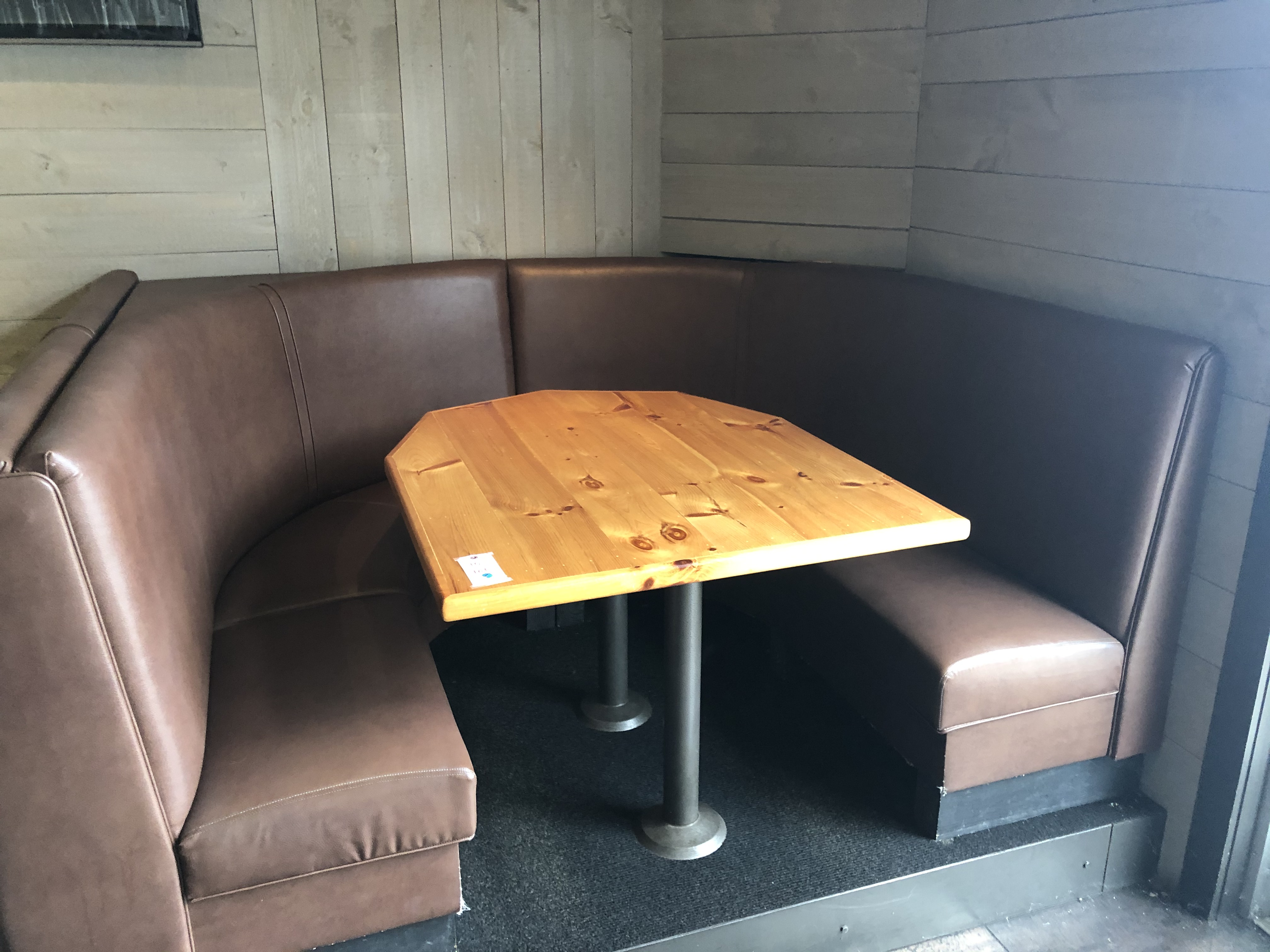 {LOT} (4) Complete Booth Setups c/o: (2) Fully Upholstered U-Shaped 7' x 6' Booths w/Double Pedestal